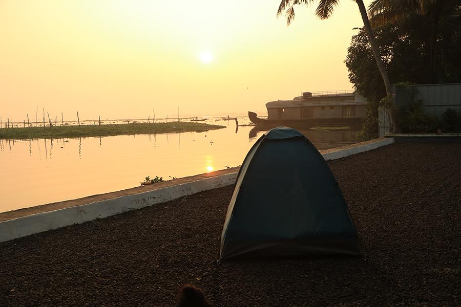 allepey-lake-camping